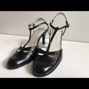 Bandolino Heels in the Style Bdcedric
